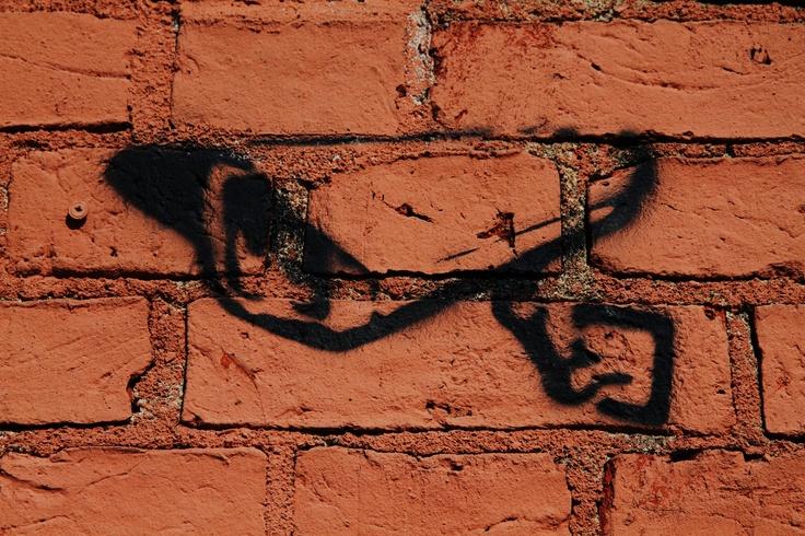Valvontakamera makasiinin seinässä Forssan keskustassa.