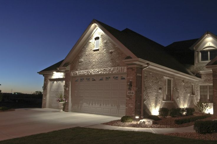 House down lighting outdoor accents lighting garage for Building exterior lighting design