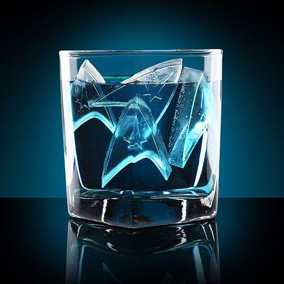 We so want to get these! Star Trek Starfleet Ice Trays. #startrek