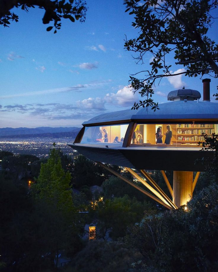 The Chemosphere and was designed by John Lautner in 1960