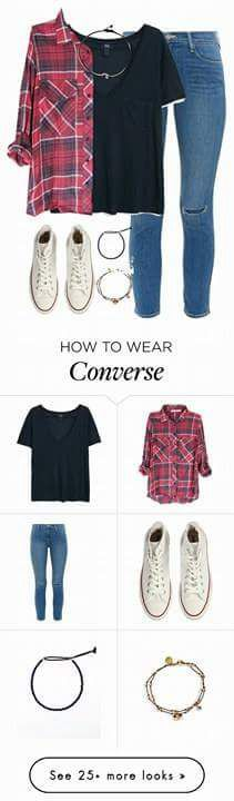 Outfit casual, jeans de mezclilla, playera negra, camisa a cuadros roja y converse blancos de bota.