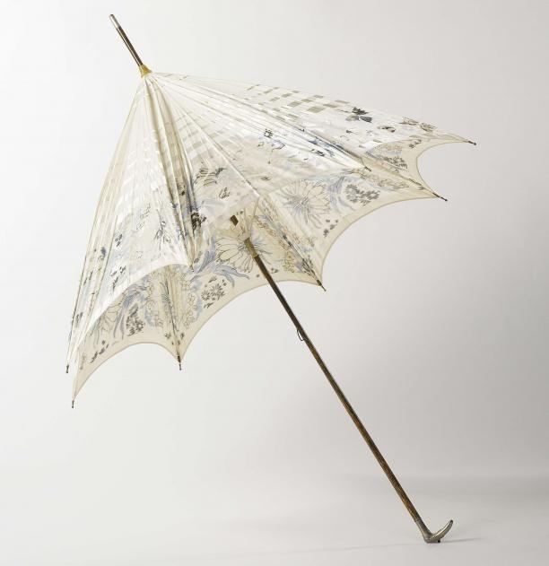 Parasol met dek van zijde met ingeweven motief van bloemen en vlinders, op houten stok met zilveren knop ingelegd met turkoois | Modemuze