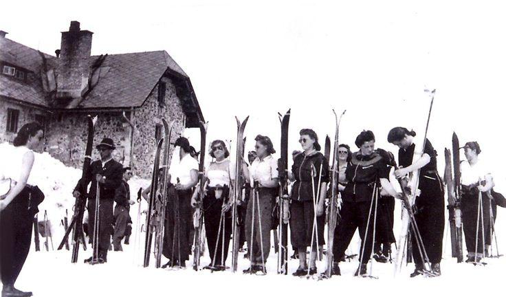 Vor dem Seekarhaus in den frühen 40er Jahren.