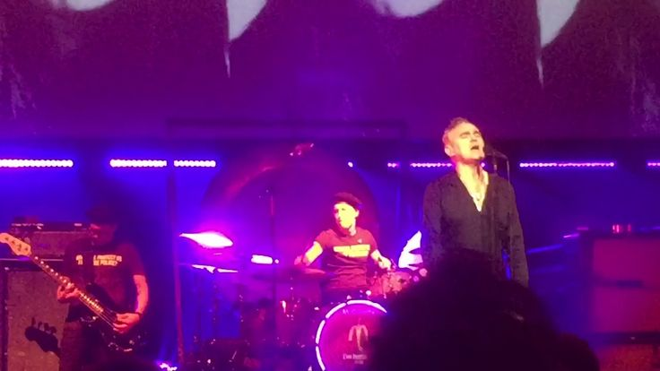 Morrissey Back On The Chain Gang(Pretenders) Live Peabody Opera St Louis...