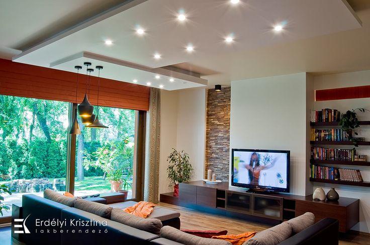 Nappali ötletek - Modern mediterrán nappali - belsőépítészeti és lakberendezői munkák  - rusztikus falburkolat, barna, narancs, bézs, fehér, szürke színvilág, design világítás, rejtett fénykábel