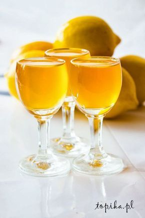 Składniki: 500 ml miodu, 500 ml spirytusu, 500 ml soku z cytryny. Z wymytych i sparzonych cytryn wyciskamy sok. ...