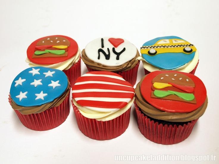 Cupcakes Rapides Chocolat Blanc / Chocolat Noir pour les choco-addicts ! Décorés à la pâte à sucre pour une fête à thème USA.