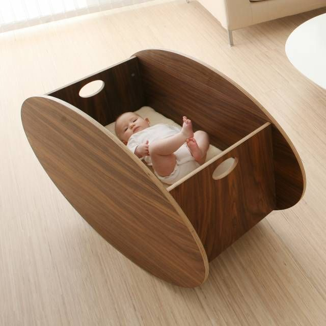 The contemporary cradle from the Norwegian design company So-Ro is the first product in the So-Ro series.
