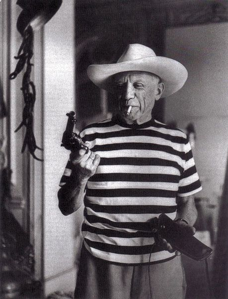picasso with pistol and cowboyhat 1958 people pinterest stil. Black Bedroom Furniture Sets. Home Design Ideas