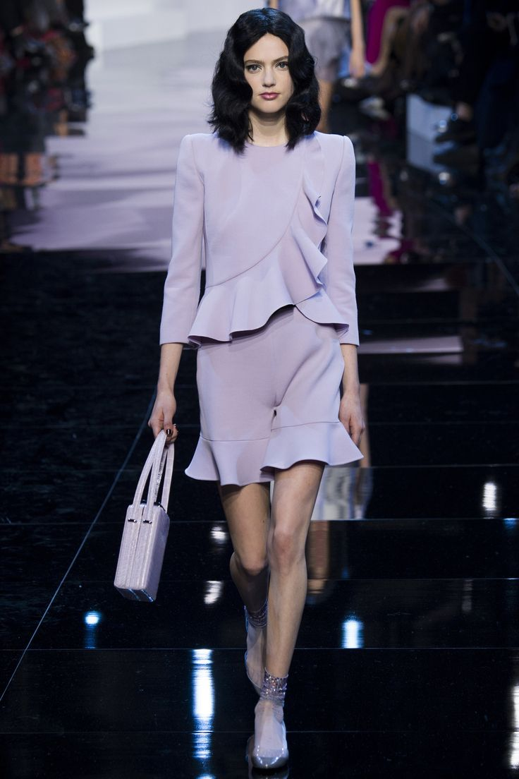 http://www.vogue.com/fashion-shows/spring-2016-couture/armani-prive/slideshow/collection