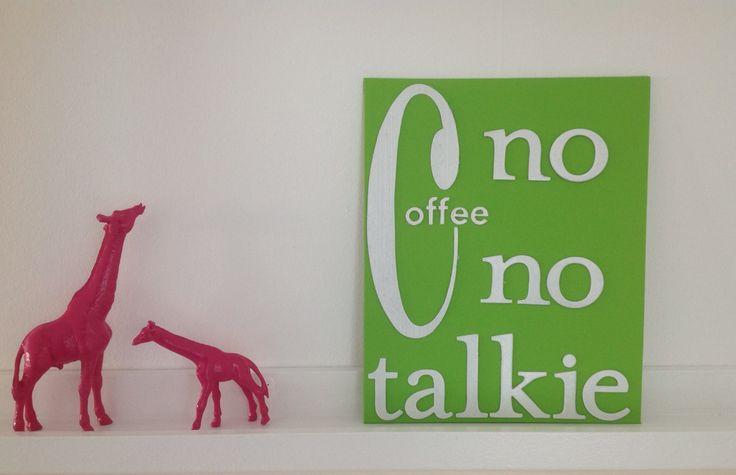 Spraylackade två giraffer från Röda Korset och gjorde en tavla av papp-bokstäver som jag målade.