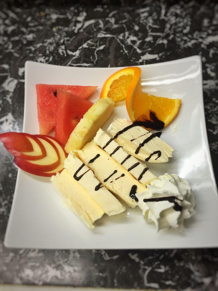 Hausgemachtes Vanilleeis mit Früchten der Saison 😃