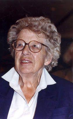 L. - Annie M.G. Schmidt - (Kapelle, 20 mei 1911 – Amsterdam, 21 mei 1995) schrijfster van boeken, kinderboeken, toneelstukken, gedichtjes, liedjes, musicals en televisieseries. Jip en Janneke zijn door haar bedacht. Annie M.G. Schmidt was a writer of books both adult as children, songs, plays and television series.