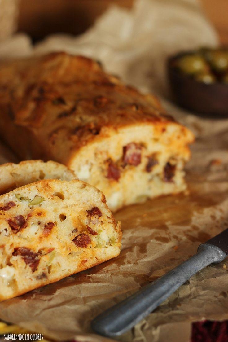 Bizcocho con chorizo, aceitunas, queso manchego y tomates secos