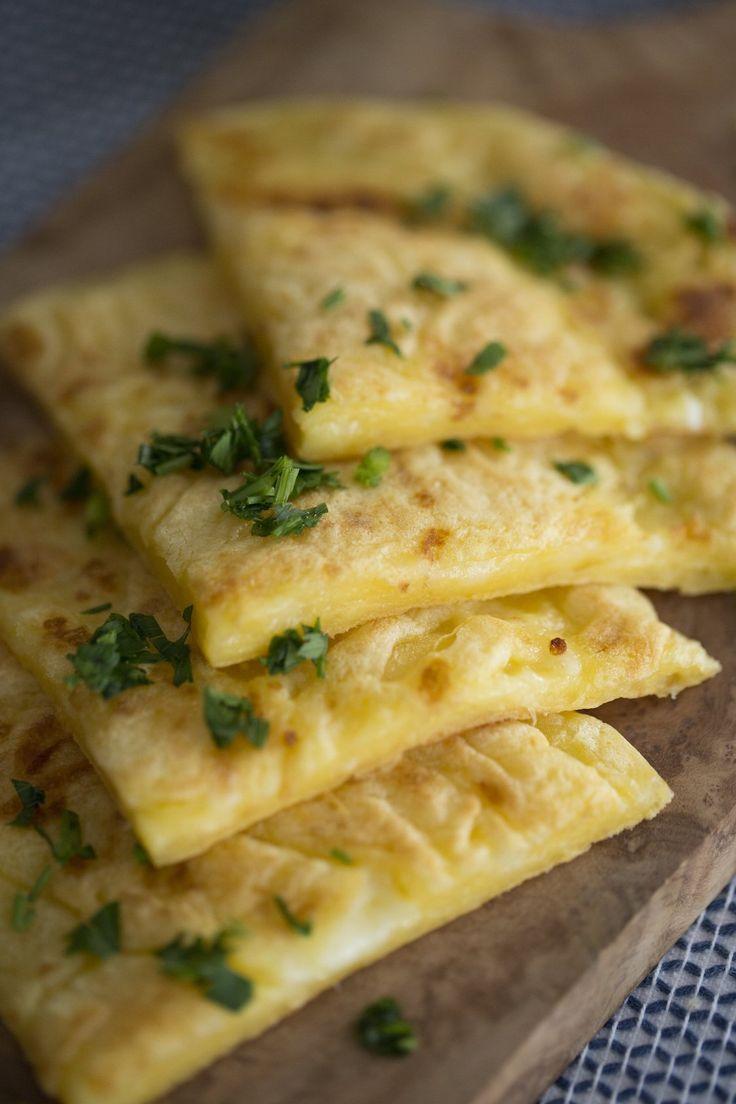 Pão de queijo é uma das melhores coisas já inventadas na história!! A Foquinha passou lá no canal para me ensinar a receita mais fácil essa gostosura!