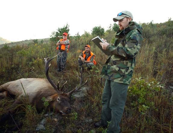 how to become a wildlife biologist