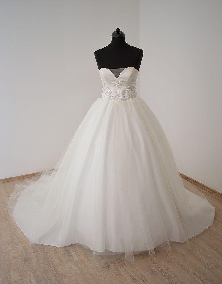 tündEszter menyasszonyi ruha