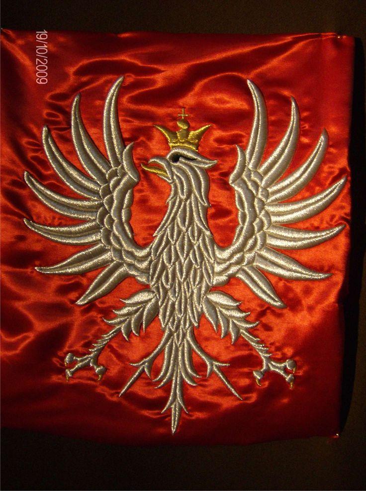 Replika orła ułanów Krechowickich. Haft. Proporzec z tym haftem wisi w kościele św. Krzyża w Warszawie. Haft AHA STUDIO