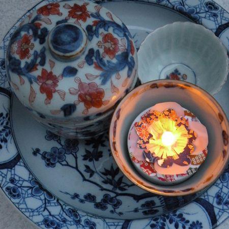 Utilisez les objets que vous aimez et éclairez-les avec de jolies bougies chauffe-plat led