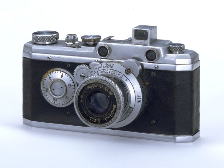 Hansa Canon, impoved version of the Kwanon prototype - Feb 1936 (Canon's first production model and Japan's first high-quality 35mm camera)