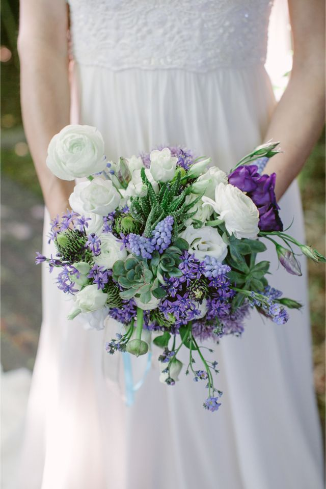 Purple Bridal Bouquet / Modern Moroccan Wedding Inspiration / Les Amis Photo