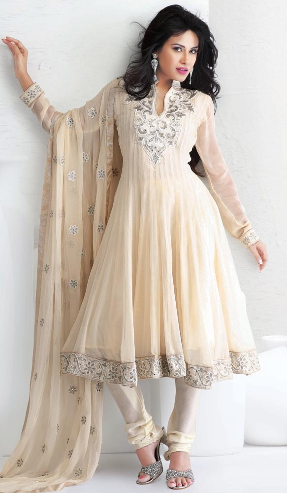 Outstanding Anarkali Suit  Item code : SLRAI3107   http://www.bharatplaza.in/womens-wear/best-of-our-collections/outstanding-anarkali-suit-slrai3107.html  https://www.facebook.com/bharatplazaindianbridal  https://twitter.com/bharatplaza_in