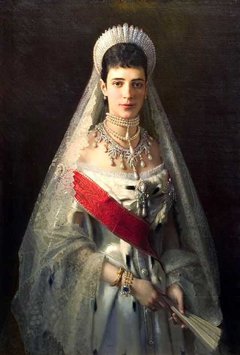 The Napoleonic Wars, which caused a surge in patriotism, inspired a renewed interest in traditional costumes. In 1812-1814, red and blue Russian dresses (sarafans) with an Empire-style waist and filigree buttons in the front became fashionable. / Empress Maria Feodorovna in a diamond tiara kokoshnik, circa 1880.