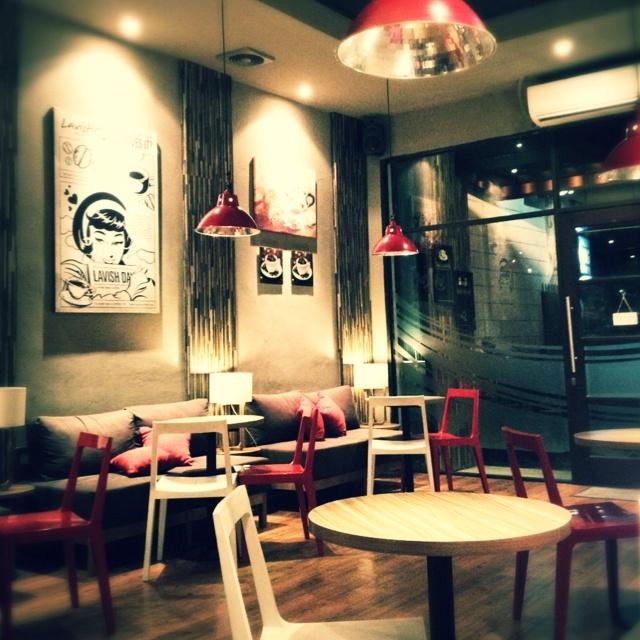 Lavish Coffe Shop, Cipete. The lighting is perfect.