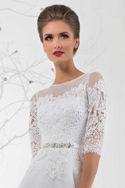 Svadobné šaty s trojštvrťovými rukávmi, ktoré predĺžia nízku postavu