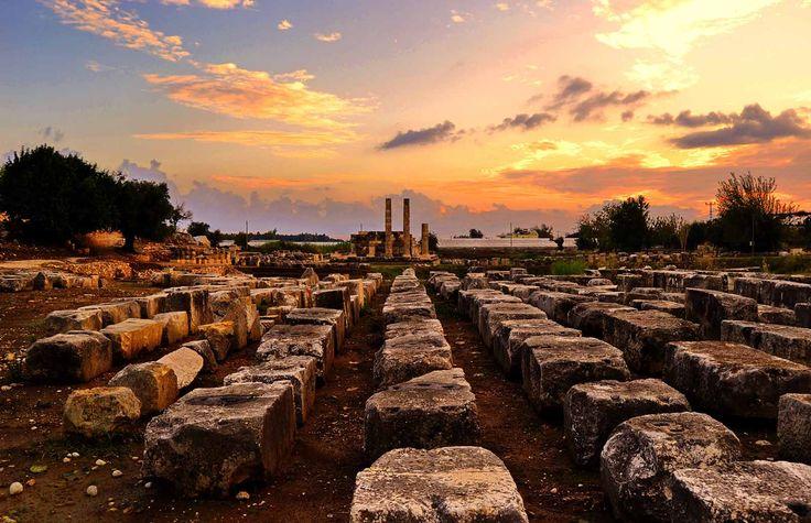 alanın girişinden Leto tapınağına bakış.. / view of Leto Sanctuary from the enterance of the site.. Letoon