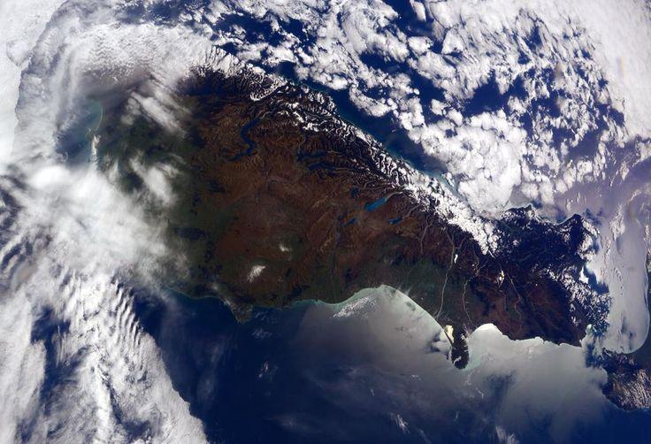 28/04/2015 - Samanta Cristoforetti - Hello #NewZealand! A visit is definitely on my bucket list. #HelloEarth