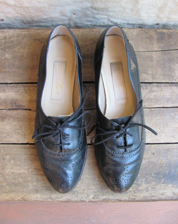vintage c 1980s black leather oxford flats // by MouseTrapVintage