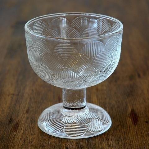 Serie: Miranda; Produsent: Arabia glass; Design: Heikki Orvola; Høyde: 19,5 cm høy; Farge: klart glass; Vekt: 491g Diameter: 8 cm