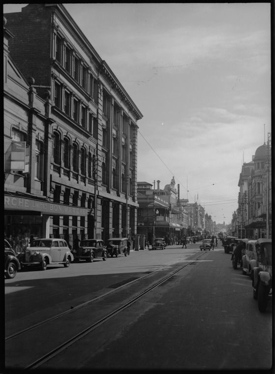 217718PD: Murray St, Perth, 1941 crossing Barrack St (centre of photograph) https://encore.slwa.wa.gov.au/iii/encore/record/C__Rb3416428