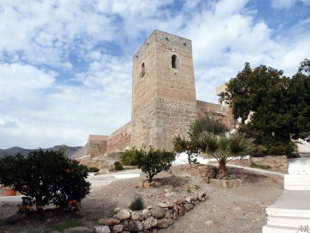 Información útil y fotos sobre el Castillo de Álora, castillo Árabe situado en el Cerro de las Torres, Capilla del Cerro de las Torres y Torre de la Vela.
