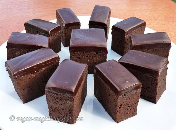 Vegan Chocolate Brownies - decadent, moist, fudgy brownies topped with the most amazing chocolate ganache. They're gluten-free, with no added fat, and have a secret healthy ingredient;)