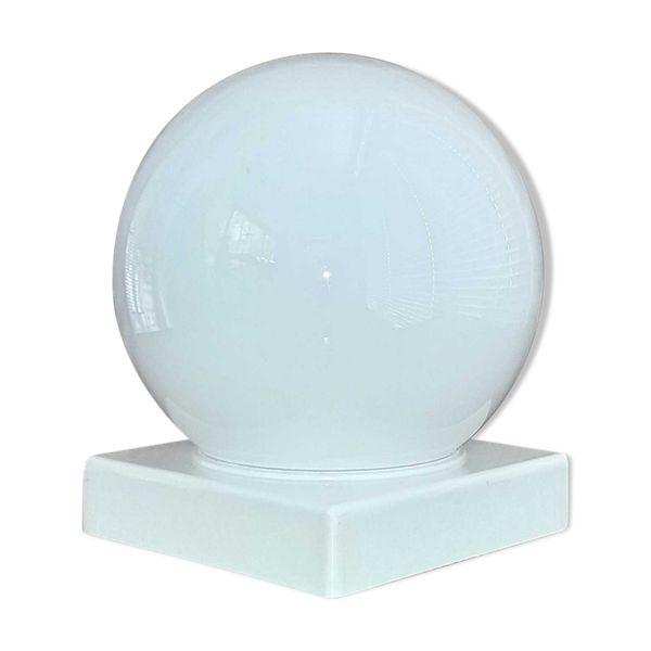 Plafonnier Ou Lampe A Poser Globe Boule Opaline Blanche En 2020 Lampe A Poser Plafonnier Et Lampe Applique