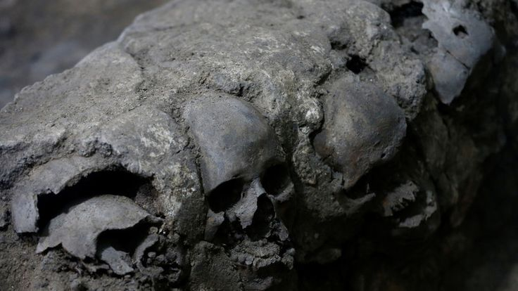 (adsbygoogle = window.adsbygoogle || []).push();   Una torre de cráneos humanos desenterrada recientemente bajo el corazón de Ciudad de México ha planteado nuevas preguntas sobre la cultura del sacrificio en el Imperio azteca, informaReuters. Entre cientos de cráneos...
