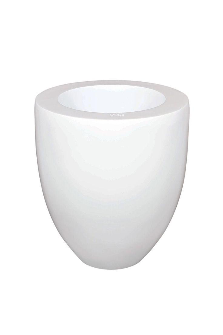 Blue White Vase   #floorvases  #vases #modernluxuryvases #luxurypieces #outdoor #luxurydecor #homedecor #contemporary #exclusivedesign #interiordesign #design #decorativehome  #anavasconcelos #signaturepieces #numeroliving