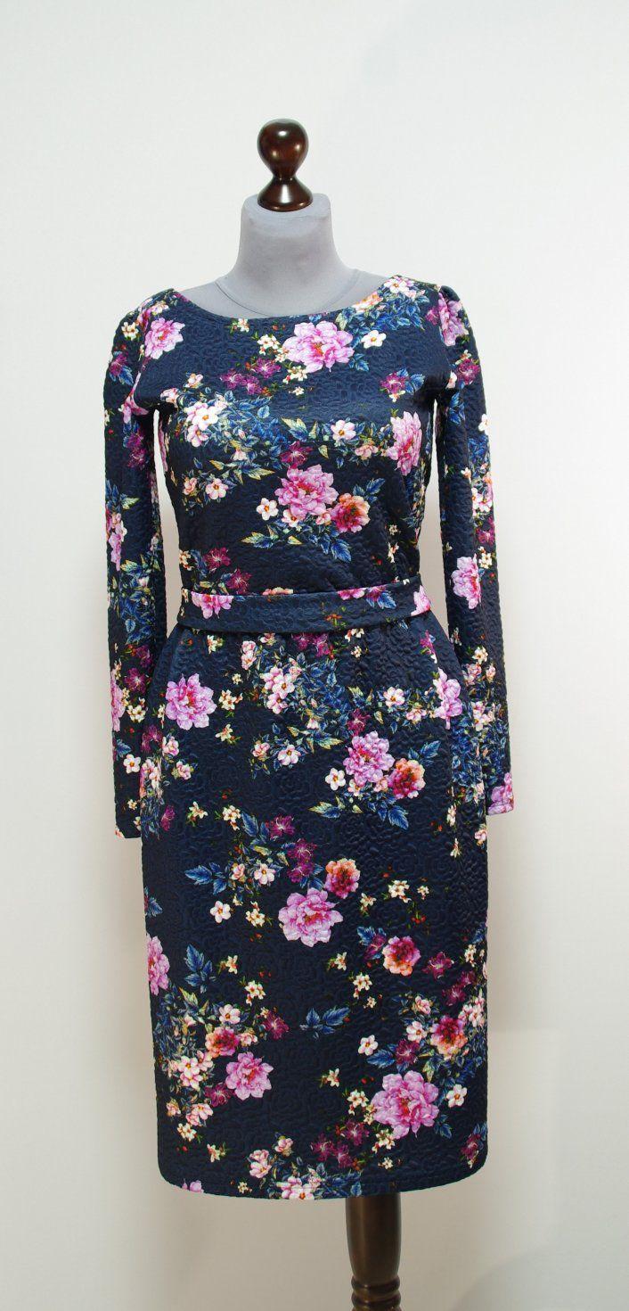Темно-синее платье с выбитыми цветами, прямая юбка | Платье-терапия от Юлии