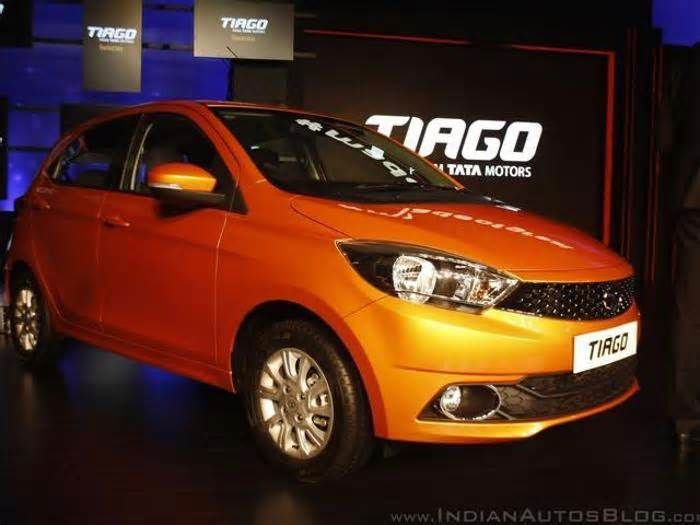 Renault Kwid, Tata Tiago make a comeback in top 10 selling cars in October 2017 Both the cars are the best-selling passenger vehicles of their companies ... 15075 Maruti Suzuki Wagon R 3 Maruti Suzuki Baleno 14538 14611 Maruti Suzuki Swift 4 Hyundai Grand i10 14417 14530 Hyundai Grand i10 5 Maruti Suzuki Wagon R 13043 11532 Hyundai ...