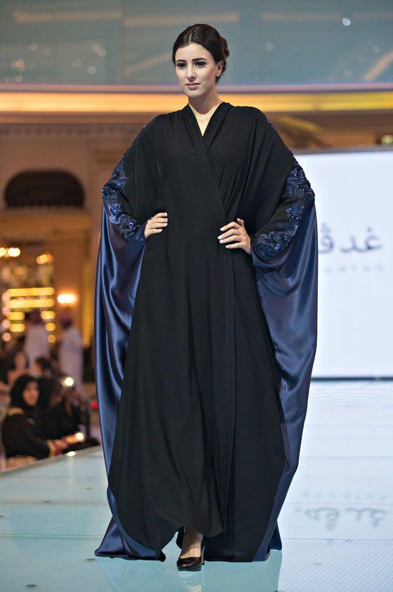 """السعوديتان سارة والعنود.. تطلقان عبايات """"غدفة"""" في دبي"""