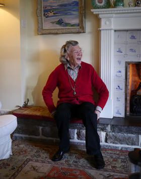 Rosamunde Pilcher----- 14 years ago, the successful author has based this house. At that time with her husband, for whom she has gone from Cornwall to Scotland.