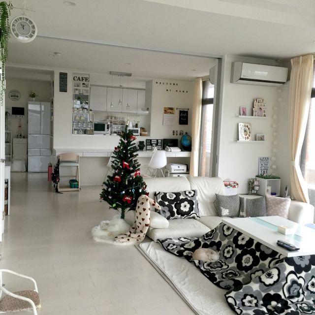 moeさんの、リビング,雑貨,こたつ,ホワイトインテリア,クリスマスツリー,わんこ,のお部屋写真