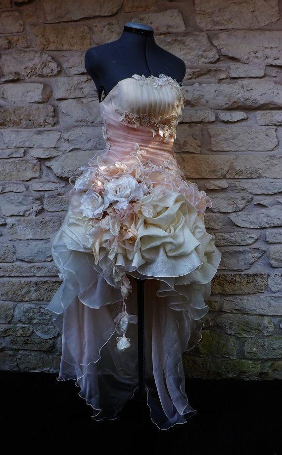 Handgemachte Pfirsich Creme viktorianischen Wedding von Arabescque