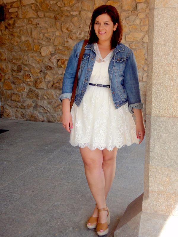 5 maneras de combinar un vestido de encaje http://www.vistetequevienencurvas.com/2014/05/5-maneras-de-combinar-un-vestido-de.html#more  lace dress curvy girl gordita curves fat psclothing psfashion plus size blogger