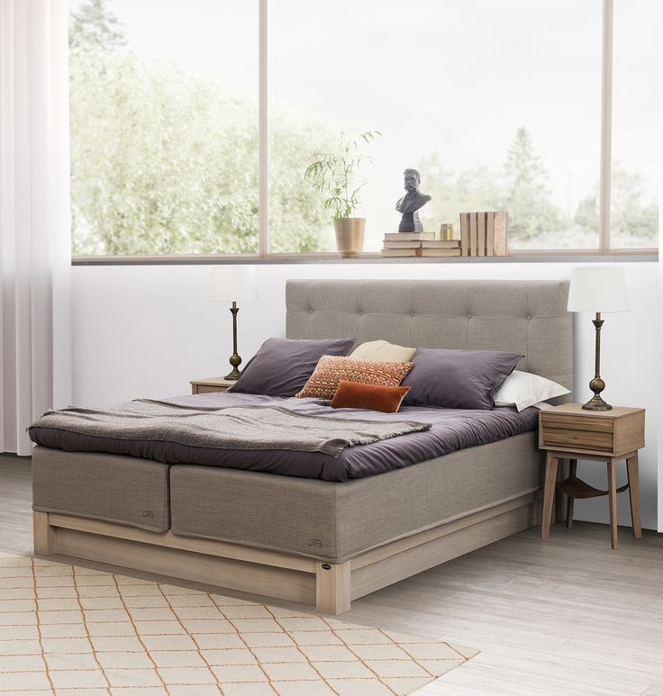 Jensen Carat Nordic bed with Mistral bedbase in white washed finish.