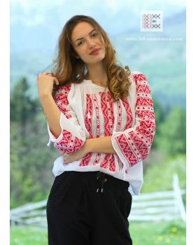 Hand embroidered Romanian blouse - from the Romanian countryside to the rest of the world! worldwide shipping #vyshyvanka #romanianblouse #ia #ieromaneasca #bohostyle