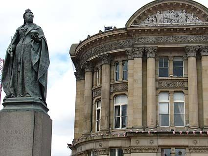 Queen Victoria in Victoria Square (photo: Urban75)