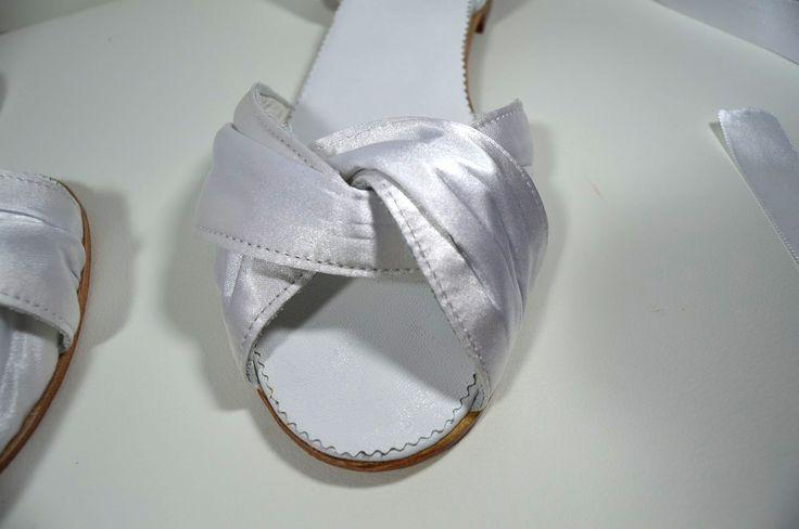 Pohodlné celokožené boty - balerínky se změkčenou výplní. Povrchový materiál satén na přání klientky. Minimální podpatek jako základní požadavka klientky. Děkujeme.Služba VIP. svatební boty, svatební obuv, svadobné topánky, svadobná obuv, obuv na mieru, topánky podľa vlastného návrhu, pohodlné svatební boty, svatební lodičky, svatební boty na nízkém podpatku,svatební boty na nízkém podpatku, balerínky, pohodlné svatební boty, svatební boty na pláži, svadobné topánky na pláž